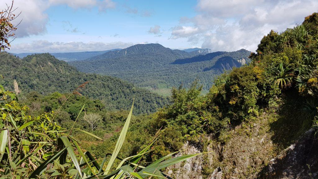 Vulkan-Trekking Sibayak: Umliegende Berglandschaft