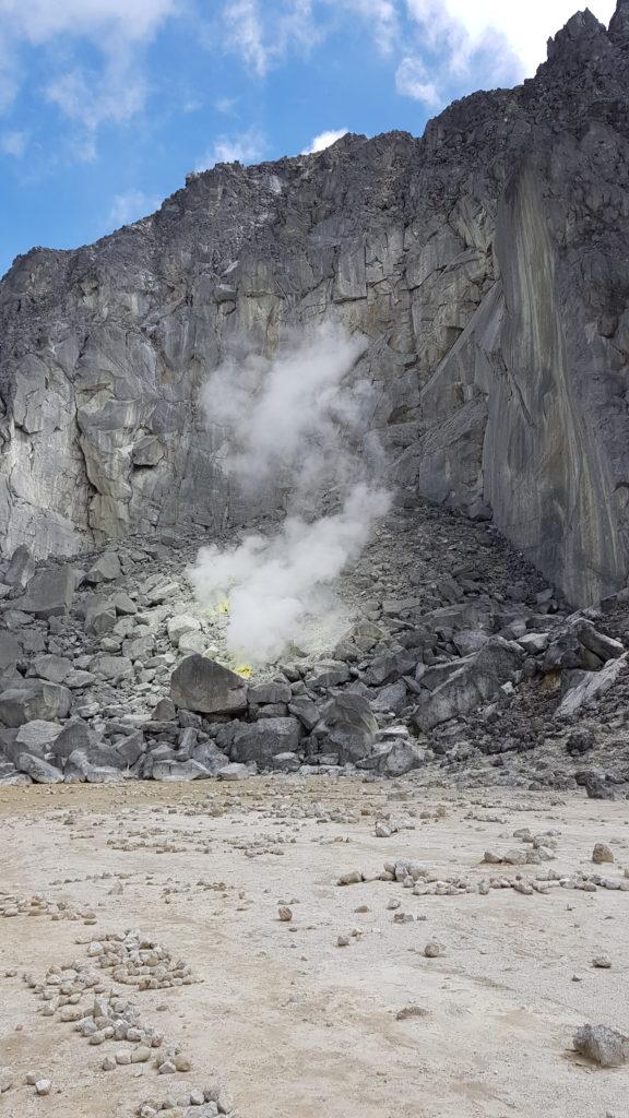 Blick aus dem Krater des Gunung Sibayak