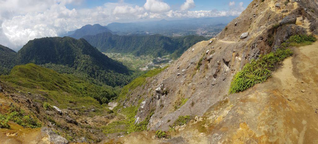 Vulkan-Trekking Sibayak: Ausblick vom Gipfel