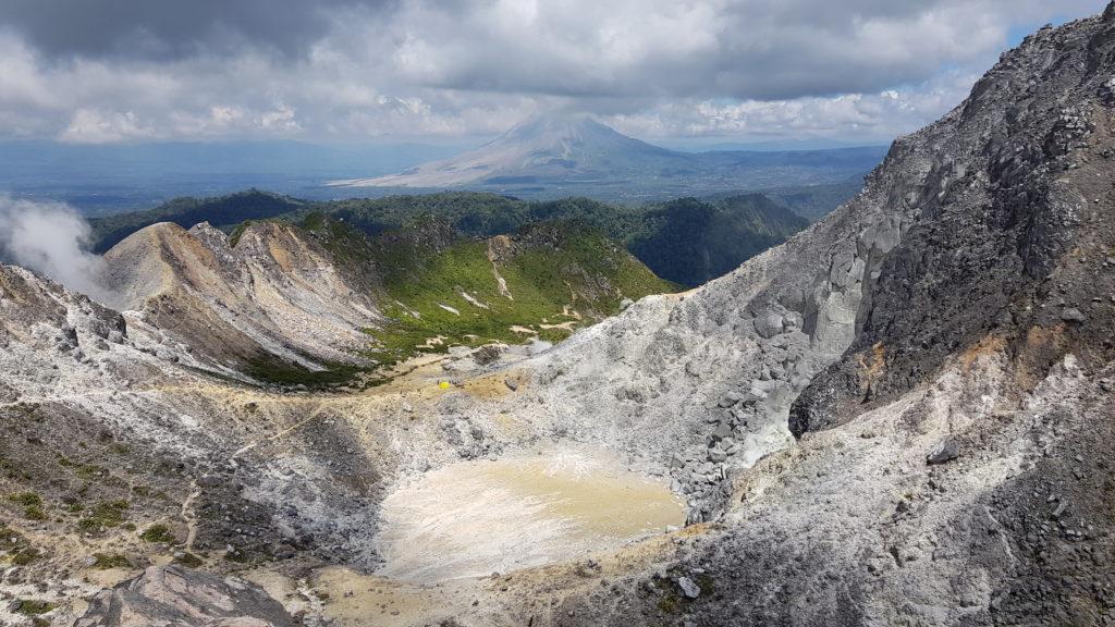 Gunung Sibayak: Ausblick in den Krater