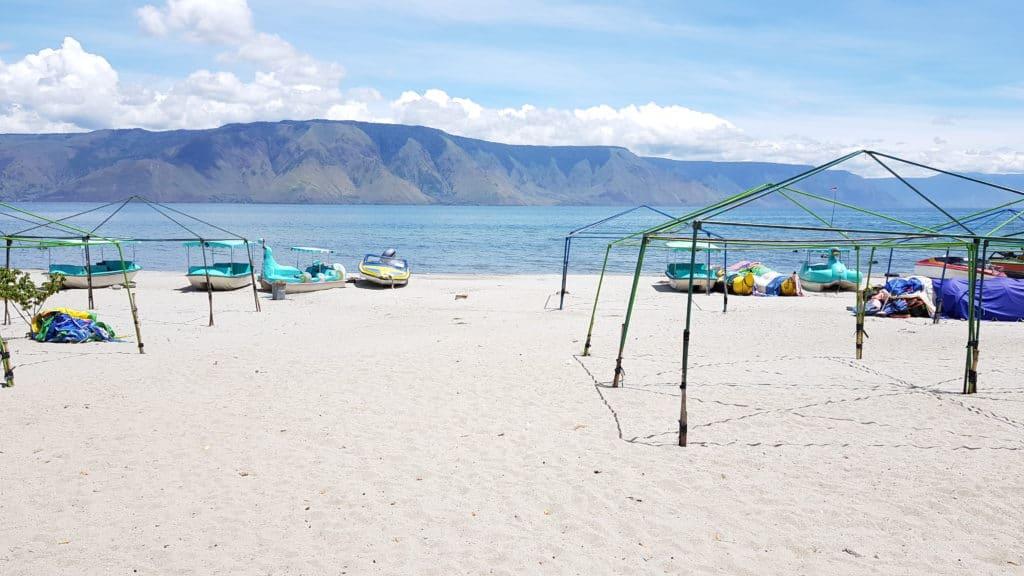 Strand am Danau Toba