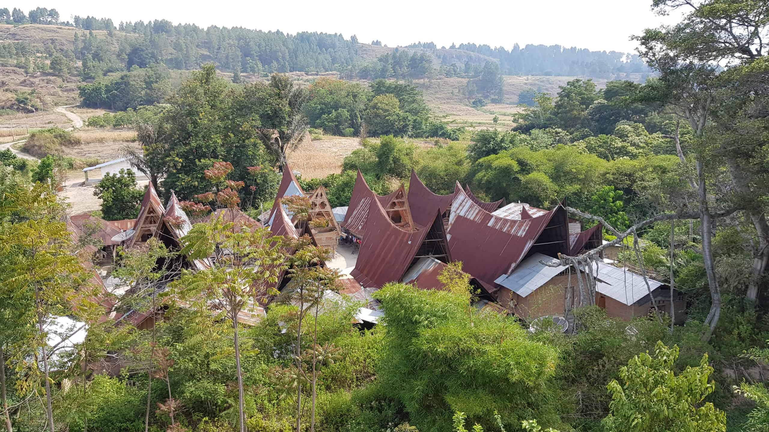 Echtes Toba Batak-Dorf von oben
