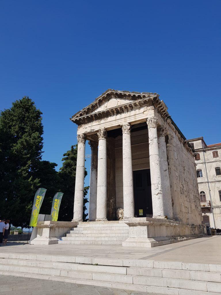 Sehenswürdigkeiten Istrien: Augustustempel Pula