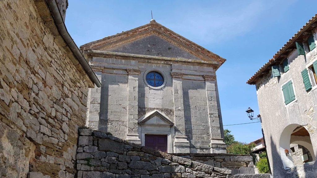 Kirche Maria Himmelfahrt in Hum