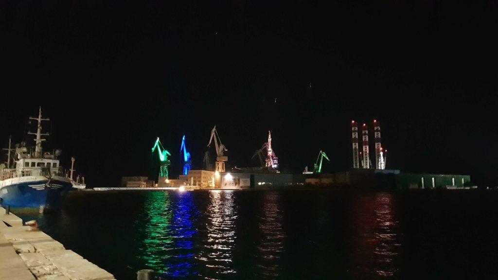 Leuchtende Giganten in Pula